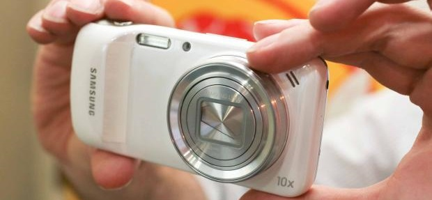 Samsung Galaxy S4 Zoom -1- ilovesamsung.ro